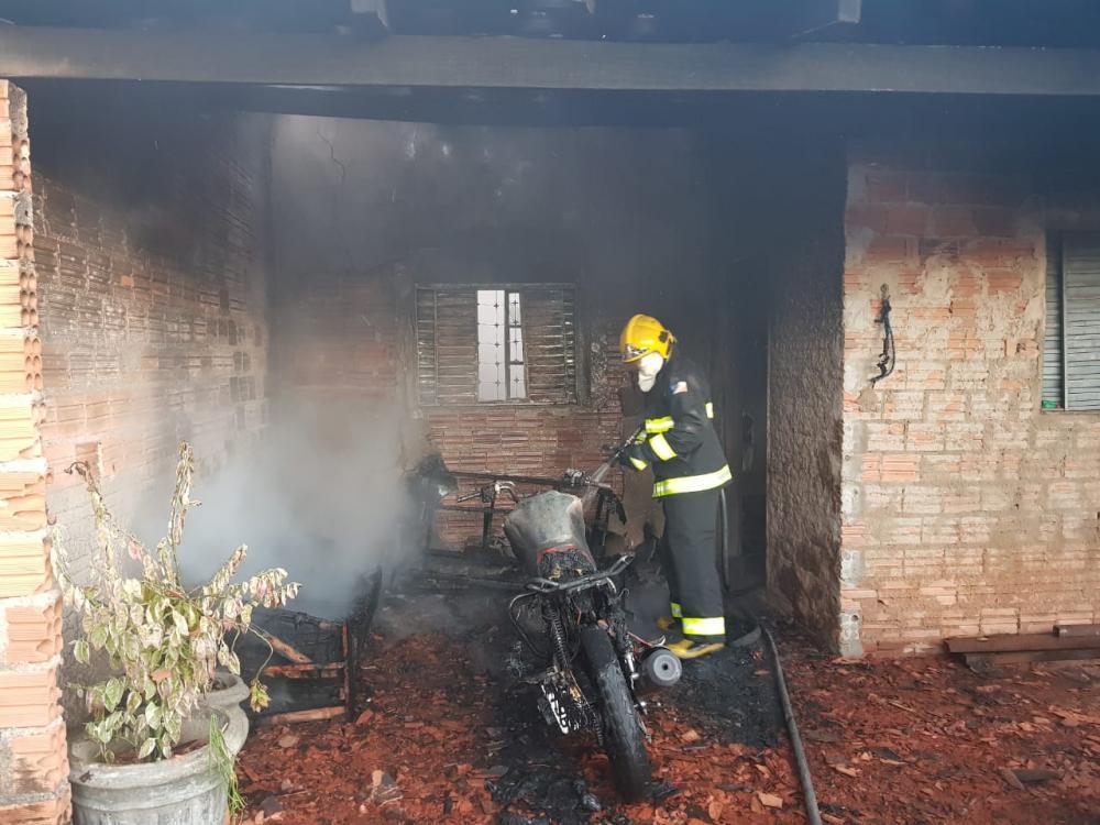 Em Gurupi casa pega fogo e fica parcialmente destruída