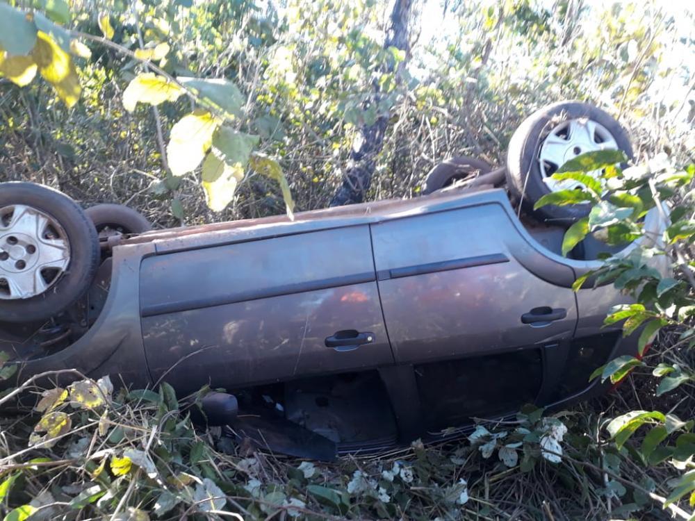 Carro capota entre Gurupi e Aliança. Um homem conduzia o veículo
