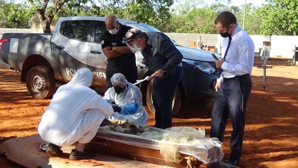 Polícia realiza exumação de cadáver de homem encontrado morto em Rio dos Bois