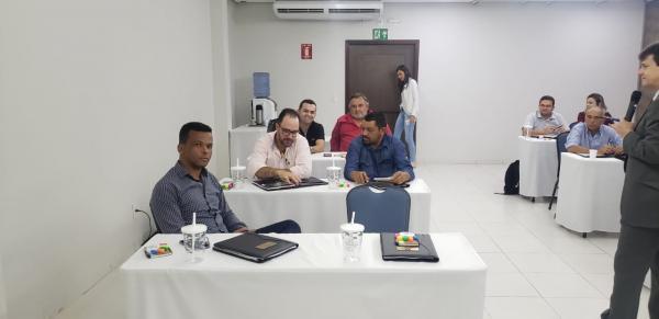 Vereadores participam de seminário sobre atualização da Lei Orgânica Municipal e Regimento Interno da Câmara Municipal