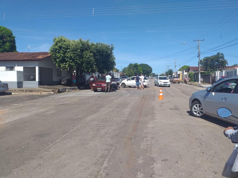 Acidente envolve três carros no Centro de Gurupi